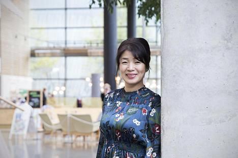 Akiko Yokota kasvoi maalla. Hän ammensi ihonhoitoinspiraatiota äitinsä ja isoäitinsä riisivesipesusta.