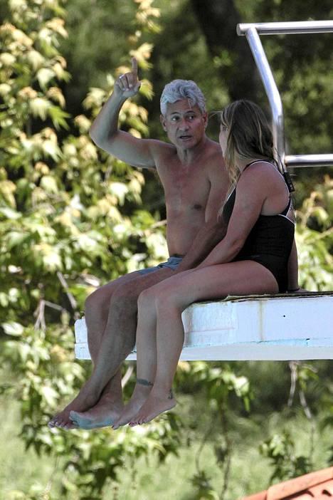Amerikassa julkkiksia valmentaa sarjassa uimahyppylegenda Greg Louganis.
