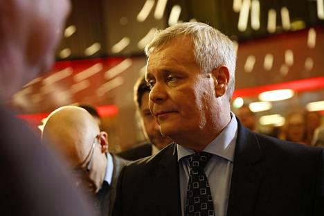 SDP:n puheenjohtaja Antti Rinne pettyneenä.
