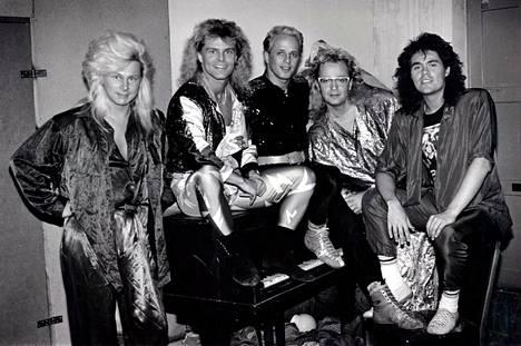 Bogart-yhtye vuonna 1986. Ressu Redford on kuvassa toinen vasemmalta.