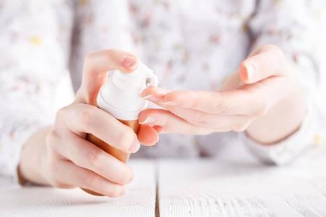 Ennaltaehkäisevä ihonhoito näkyy myöhemmin. Esimerkiksi aurinkovoiteiden käyttämättömyyden huomaa ikääntyessä naamasta.