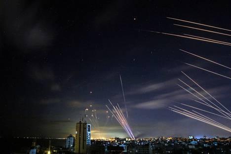 Israelin ohjuspuolustusjärjestelmä torjui Hamasin raketteja sunnuntaina.