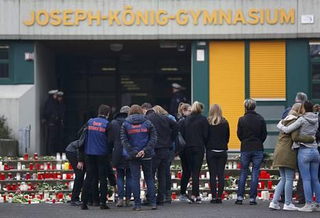 Saksalaiskoulu suree 16 oppilastaan ja kahta opettajaansa.