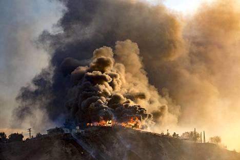 Creek-palo on yksi monista eteläisessä Kaliforniassa riehuvista.