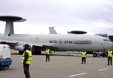 GPS-häirinnällä on mahdollista vaikeuttaa lentokoneiden suunnistusta ja paikannusta, vaikka se ei ole ainoa käytettävä suunnistusjärjestelmä. Sotilasliitto Naton E-3A AWACS ilmavalvonta- ja taistelunjohtokoneita kuvattuna Örlandin tukikohdassa Norjassa 31. lokakuuta 2018. Koneet osallistuivat Trident Juncture 18 -harjoitukseen.