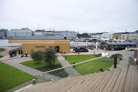 Merikylppylän sisäpihalla järjestetään esimerkiksi konsertteja. Lähes hehtaarin kokoinen alue voi vetää päivässä jopa 10 000 kävijää.