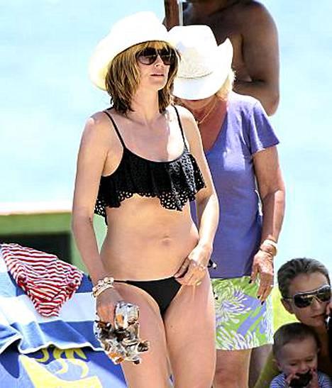 Neljän lapsen äiti Heidi Klum näyttää yhä hyvältä bikineissä.