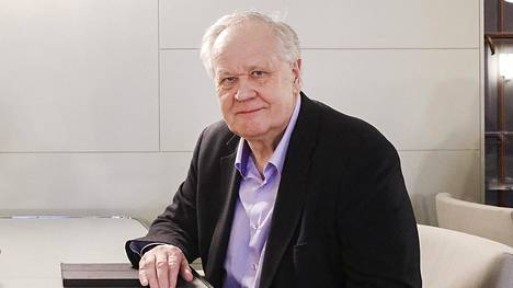 Yli 30 vuotta eduskunnassa istuneen Seppo Kääriäisen mielestä keskusta tarvitsee valtiovarainministeriksi vahvan ja kokeneen johtajan.