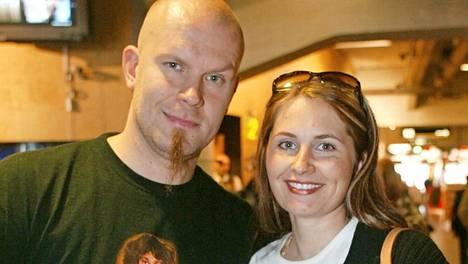 Jere ja Susanna Karalahti kuvattuna vuonna 2003. Lähes 20 vuoden liitto päättyi, kun Jere jätti Susannan Nanna Koiviston takia.