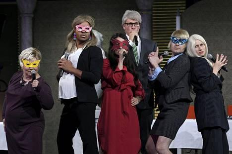 Ernest Lawson näytteli opetusministeriä yhdessä Putouksen sketsissä. Hänen kanssaan sketsissä esiintyivät Kiti Kokkonen, Iina Kuustonen, Riku Nieminen, Joonas Nordman ja Minka Kuustonen.