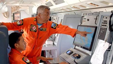 Indonesian ilmavoimat julkistivat keskiviikkona uutta kuvaa etsinnnöistä.