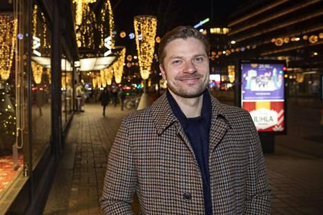 Petteri Nokelainen auttaa jääkiekkoilijoita kokonaisvaltaisessa varainhallinnassa.