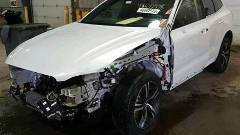 Volvolla oli ajettu Yhdysvalloissa kolari. Auton remontti olisi maksanut rapakon takana dollareissa noin 25 000 euroa. Kolarikuvat autosta kaupat tehnyt Jesse löysi internetin avulla yhdysvaltalaiselta huutokauppasivustolta. Kyseisestä kolarista ei myyjäliike kertonut ostajalle mitään.