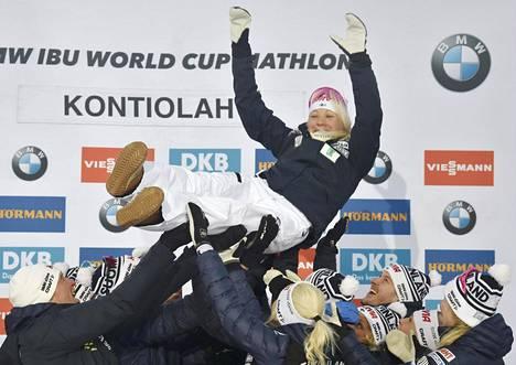 Kaisa Mäkäräinen oli aktiiviurallaan juhlittu sankari.
