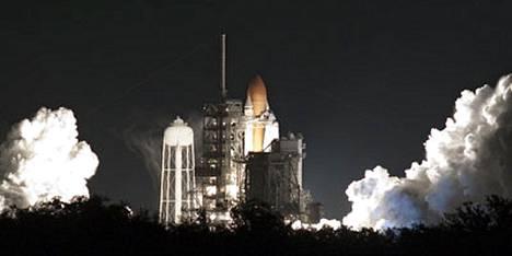 Discovery-sukkula lähti maanataina matkalleen kohti ISS-avaruusasemaa.