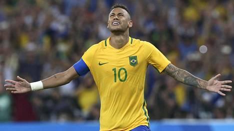 Neymar oli Brasilian juhlittu sankari.
