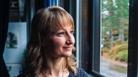 Tanja Poutiainen elää nykyään kiireistä lapsiperhearkea.