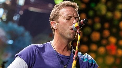 Coldplayn Chris Martin kertoi BBC:lle, että yhtye aikoo etsiä ympäristöystävällisiä ratkaisuja hillitäkseen lentämisestä aiheutuvaa hiilijalanjälkeä.