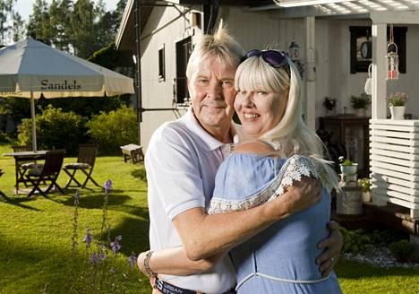 Matti ja Pia Nykänen menivät naimisiin kesällä 2014. Pari on asettunut Joutsenoon elämään rauhallista arkea.