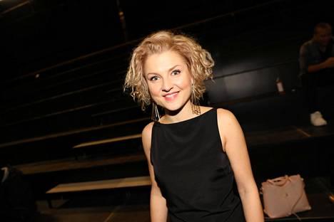 Helmi-Leena Nummela tuli suurelle yleisölle tutuksi Putous-viihdeohjelmasta.