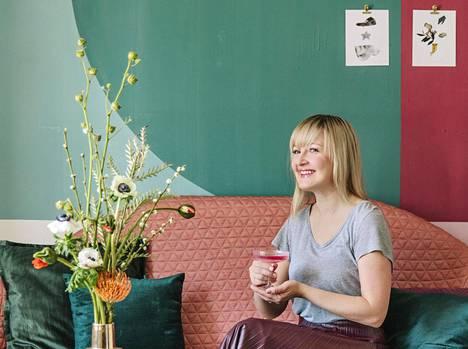 Suvi-Maria Silvola rohkaisee jokaista sisustamaan kotinsa niin, että siellä viihtyy.