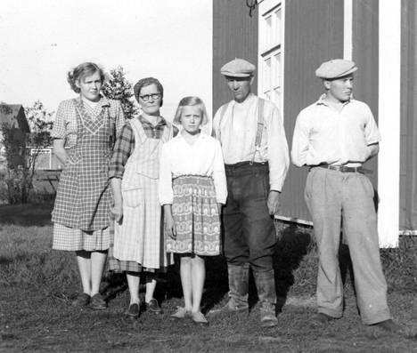 Kyllikin huolestuneita perheenjäseniä kuvattuna silloin, kun Kyllikki oli vielä kateissa.