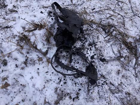 Pohjalta löytyi ämpärin jäänteet.