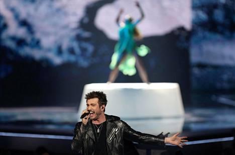 Sebastian Rejman ja Etel Röhr lavalla euroviisujen semifinaaleissa Tel Avivissa.