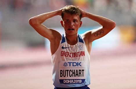 Andrew Butchart sijoittui 5000 metrin alkuerissä 16:nneksi eli oli ensimmäinen, joka jäi 15 juoksijan finaalin ulkopuolelle.