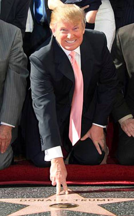 Donald Trump pulitti 11 000 euroa omasta Hollywood-tähdestä.