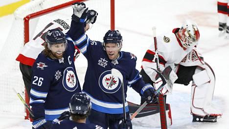 Winnipeg juhli voittoa Ottawa Senatorsista.