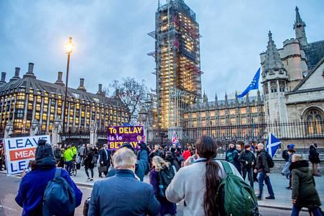Mikä brexit-vaihtoehdoista toteutuu? Suuri poliittinen draama Britanniassa jatkuu vielä pitkään.