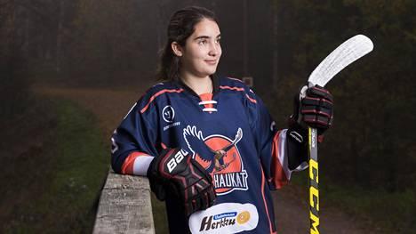 Espanjalainen Leyre, 19, joutuu maksamaan pelaamisesta Naisten liigassa – elää Suomessa vanhempiensa rahoilla