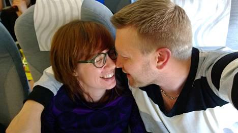 Pia ja Jussi avioituivat Ensitreffit alttarilla -ohjelman ensimmäisellä tuotantokaudella.