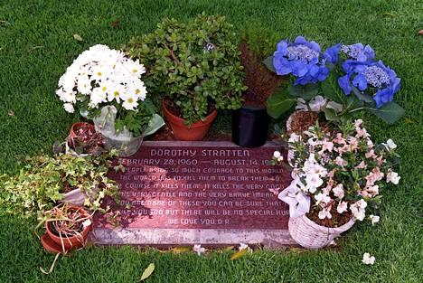 Dorothy Strattenin viimeinen leposija Westwood Village Memorial Park -hautausmaalla Los Angelesissa.