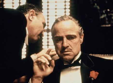 Kummisetä-trilogian ensimmäinen osa palkittiin kolmella Oscarilla, toinen osa kuudella. Don Corleonena vakuutti Marlon Brando.