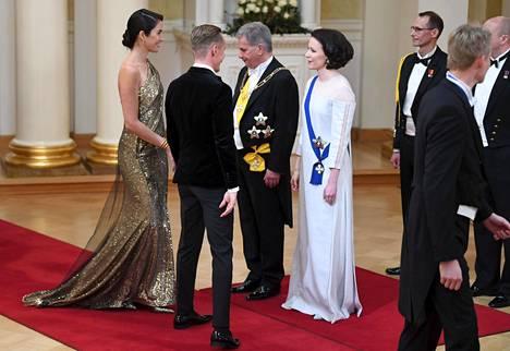 Alexandra Escat'n kultaisesta puvusta ei näyttävyyttä puuttunut.