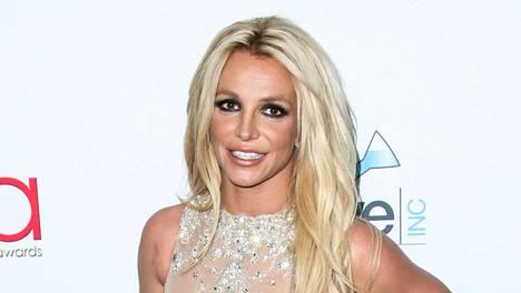 Britney Spears muisti ottaa hengityssuojaimen mukaan rannalle.