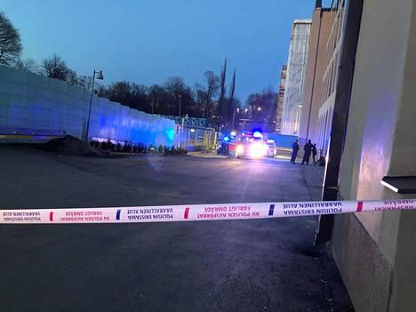 Poliisi tutki tapausta maanantaina illalla.