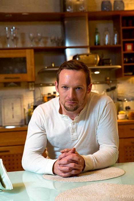 Salkkareiden Sebastian, eli näyttelijä Jarkko Nyman.