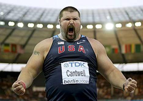 Christian Cantwell täräytti hirmuisen kuulakaaren ja otti uransa ensimmäisen maailmanmestaruuden.
