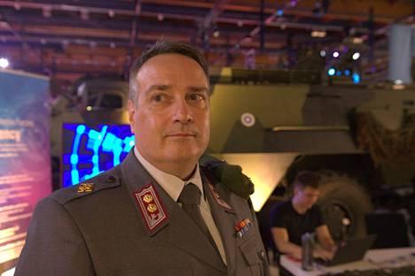 Everstiluutnantti Harry Kantola kertoo, että Assembly on otollinen paikka nuorten kyberosaajien rekrytoimiseen.