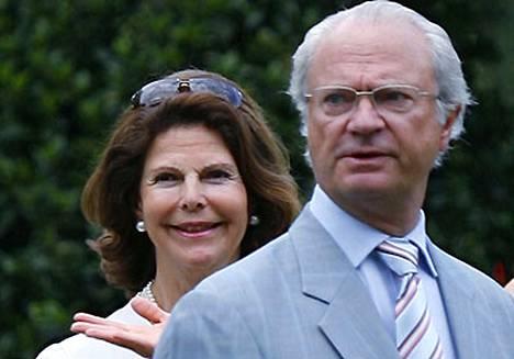 Kaarle XVI Kustaan pyykkilautavatsa sai Silvian kihertelemään.