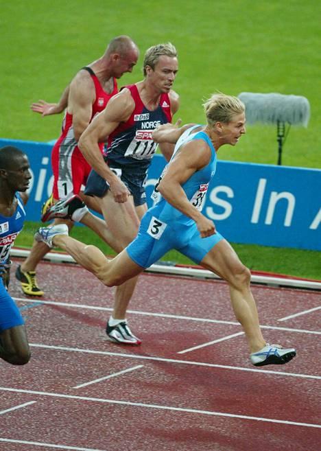 Markus Pöyhönen yleisurheilun EM-kisoissa 2002. Hän sijoittui lopulta 100 metrillä EM-neloseksi.