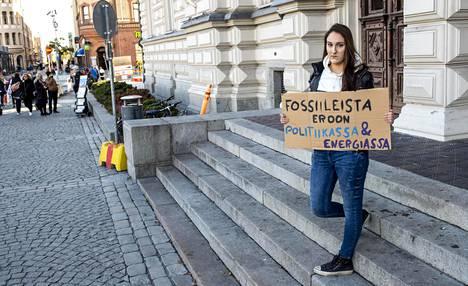 Ellen Ojala vuonna 2019 osoittamassa mieltään Tampereella.