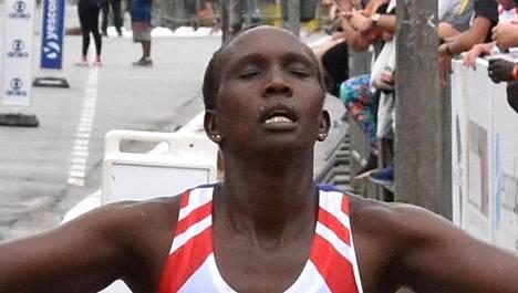 Salome Biwott juhli vielä Sao Paulon maratonilla huhtikuussa.