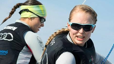 Mikaela Wulff (oik.), Silja Lehtinen ja Silja Kanerva (ei kuvassa) voittivat olympiapronssia Lontoossa 2012.