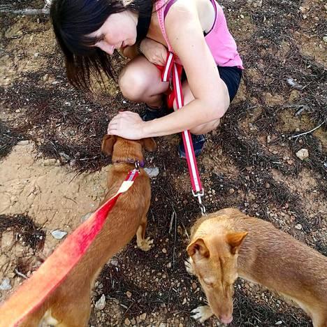 Eläinrakas Anniina haaveilee koiraystävällisen kahvilan perustamisesta.