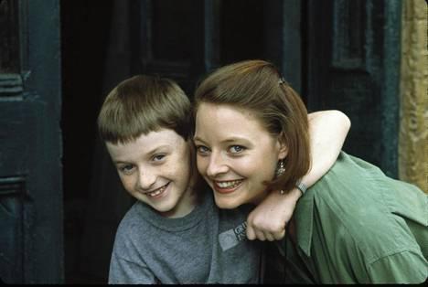 Jodie Foster kasvattaa ihmelasta.