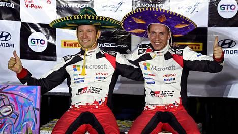 Sebastien Ogierin (vas.) ja hänen kartanlukijansa Julien Ingrassian voitonjuhlat Meksikossa olivat hyvin maltilliset.